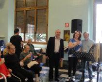 Il poeta in vernacolo milanese Luciano Colombo, la fisarmonicista Costanza Covini e il volontario Paolo Tempo